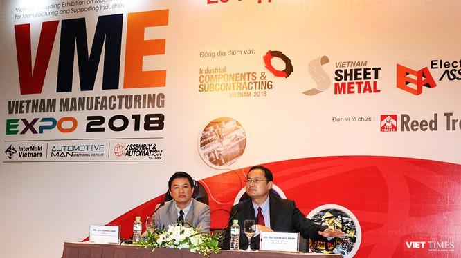 ông Lưu Hoàng Long,Chủ tịch Hiệp hội Doanh nghiệp Điện tử Việt Nam và ông Suttisak Wilanan, CEO Reed Tradex
