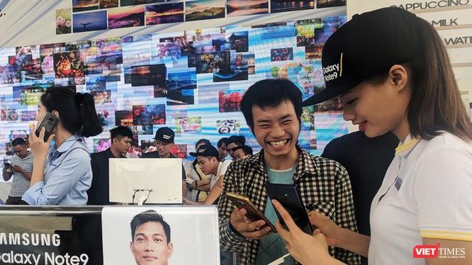 Khách hàng mua Note 9 tại FPT Shop sẽ được tặng ngay smart TV 32 inch của Samsung