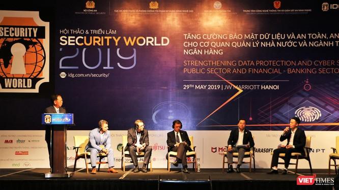Nhiều chuyên gia về an ninh mạng của Việt Nam và khu vực đã tới tham dự sự kiện, cùng nhau trao đổi vê thực tiễn an ninh mạng của mỗi quốc gia