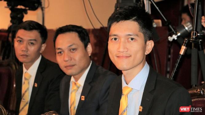 Các thành viên ngân hàng Nam Á tại lễ trao giải thưởng Chuyển đổi Số