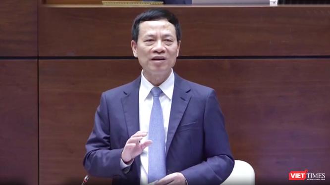 Bộ trưởng Nguyễn Mạnh Hùng trả lời chất vấn trước Quốc hội ngày 8/11