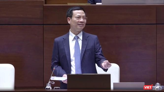 Bộ trưởng Nguyễn Manh Hùng trả lời chất vấn trước Quốc hội ngày 8/11