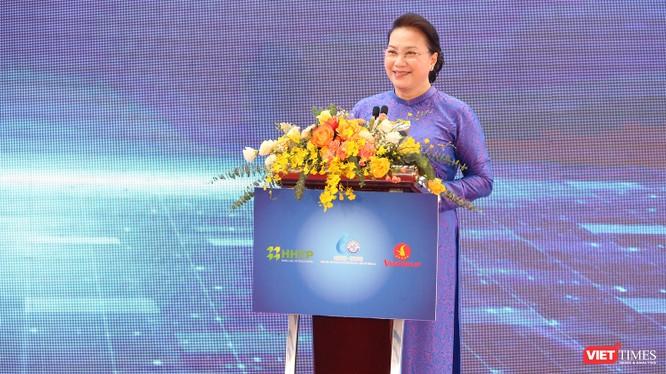 Chủ tịch Quốc hội Nguyễn Thị Kim Ngân phát biểu tại buổi lễ khánh thành Nhà máy của VinGroup