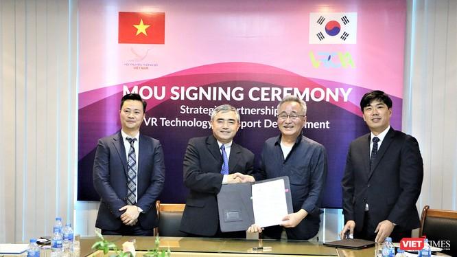 ông Nguyễn Minh Hồng - Chủ tịch VDCA và ông Kim Dong Hyun - Chủ tịch VRCIA (Hàn Quốc)