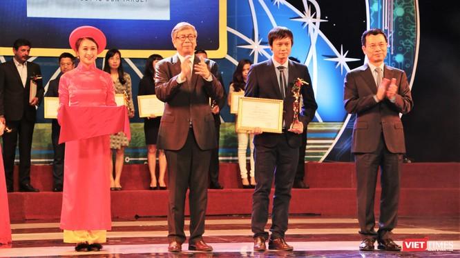 Giải thưởng Chuyển đổi Số Việt Nam được tổ chức thường niên của VDCA dưới sự bảo trợ của Bộ Thông tin và Truyền thông, VTV24