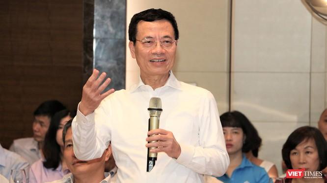 Bộ trưởng Bộ TT&TT Nguyễn Mạnh Hùng nêu quan điểm tại sự kiện Gặp gỡ ICT 2020. (ảnh: Đăng Khoa)