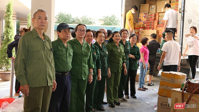 Các cựu thanh niên xung phong quận Đống Đa nhiệt tình góp sức vào chiến dịch hỗ trợ người dân miền Trung