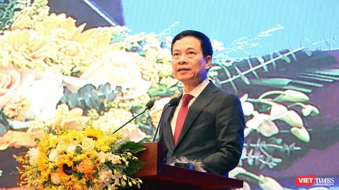 Bộ trưởng Bộ Thông tin và Truyền thông Nguyễn Mạnh Hùng