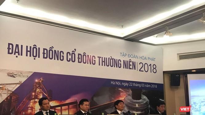 Chủ tọa đoàn gồm Chủ tịch HPG Trần Đình Long, và 3 Phó Chủ tịch: Trần Tuấn Dương,, Doãn Gia Cường, Nguyễn Mạnh Tuấn. (Ảnh: C.T)