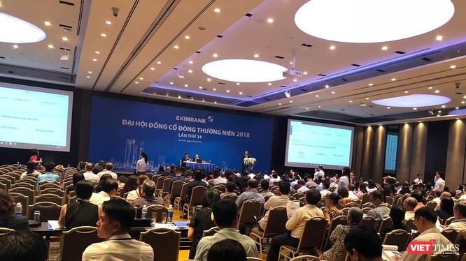 """ĐHĐCĐ Eximbank: 3 ứng viên xin rút vào phút chót, cựu CEO Nam A Bank Lương Thị Cẩm Tú """"một mình một ngựa"""". (Ảnh: P.H)"""