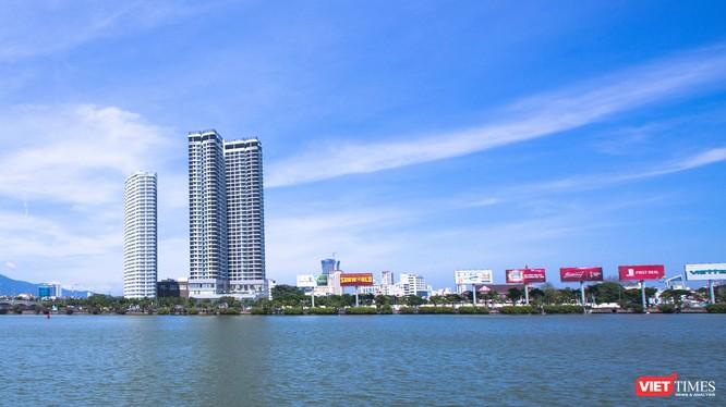 Nằm trên vị trí đắc địa ngay bên cầu quay sông Hàn, khu phức hợp Capital Square từng được xem là dự án có vốn đầu tư nước ngoài lớn nhất tại Đà Nẵng. (Ảnh: Hồ Xuân Mai)