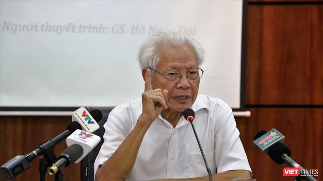 GS. Hồ Ngọc Đại nói về sách Công nghệ Giáo dục (ảnh: Đăng Khoa)
