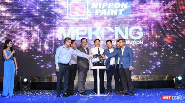 Hình ảnh đánh dấu hợp tác giữa Nippon Paint Việt Nam và Mekong Retail & Distribution.