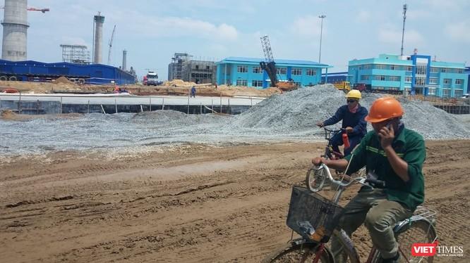 Một góc công trường Khu liên hợp gang thép Hòa Phát Dung Quất.
