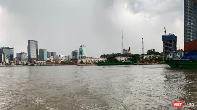 Hiện trạng đại dự án trung tâm phức hợp Sài Gòn – Ba Son nhìn từ sông Sài Gòn.