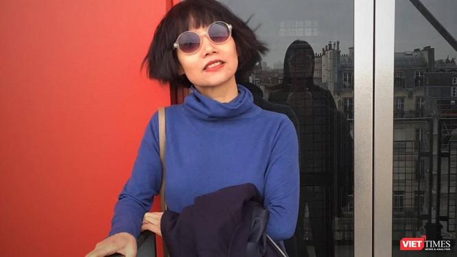 Nhà văn Thuận định cư tại Paris, tác giả của 8 tiểu thuyết và là dịch giả của một số cuốn sách dịch từ tiếng Pháp