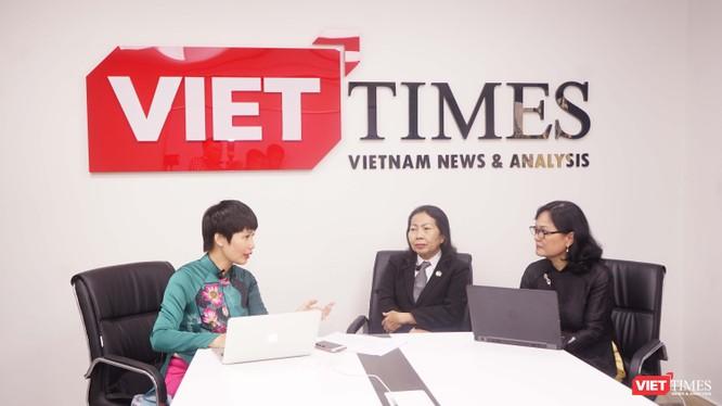 Nhà báo Hòa Bình (Tạp chí điện tử VietTimes), luật sư Trần Thị Ngọc Nữ và bác sĩ Nguyễn Lan Hải trong cuộc tọa đàm về nạn xâm hại tình dục trẻ em