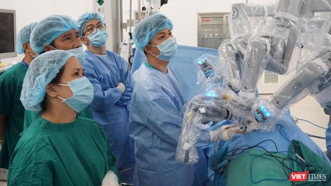 Phẫu thuật Robot ở BV Chợ Rẫy mang lại cơ hội chiến thắng ung thư cho nhiều bệnh nhân