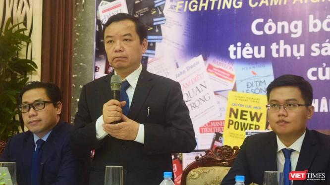 Ông Nguyễn Văn Phước - Giám đốc First News Trí Việt công bố nhiều bằng chứng sách giả