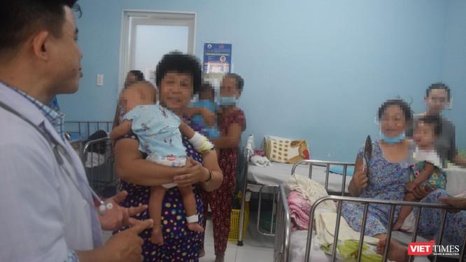 Bác sĩ Dư Tuấn Quy giải đáp nhiều thắc mắc của gia đình bệnh nhi