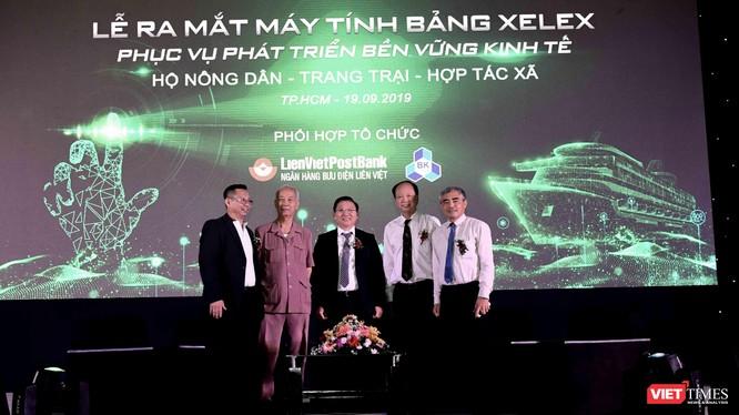 Ông Nguyễn Minh Hồng - Chủ tịch Hội Truyền thông số Việt Nam tham dự Lễ ra mắt máy tính bảng dành cho nông dân.