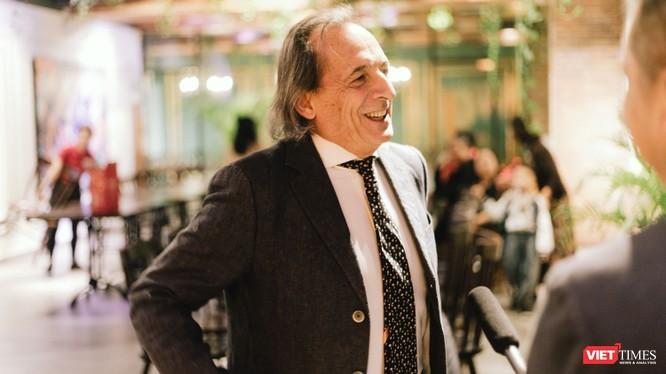 Bác sỹ Roberto De Castro đã từ Ý đến Việt Nam trong hành trình thiện nguyện suốt 10 năm qua
