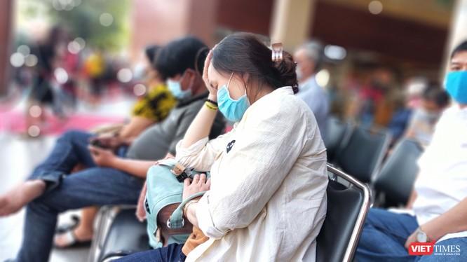Quận 12 đưa 1 ca nghi ngờ nhiễm virus Corona tự ý bỏ về nhà trở lại BV Nhiệt đới cách ly theo đúng quy định (Ảnh: Hòa Bình)