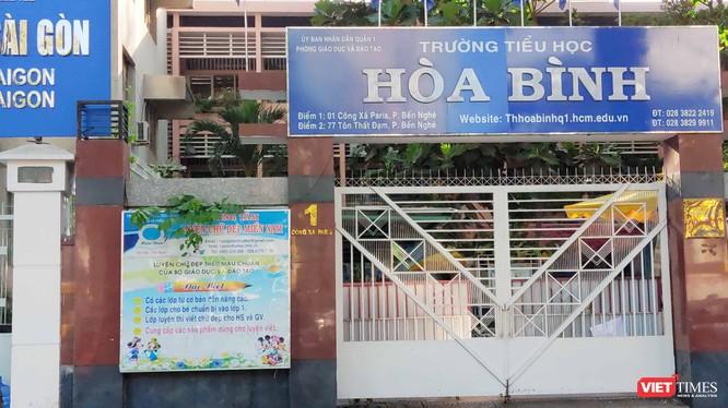 Trường tiểu học Hòa Bình (Quận 1) đang đóng cửa trường, cho học sinh nghỉ để thực hiện vệ sinh, sát khuẩn (Ảnh: Hòa Bình)