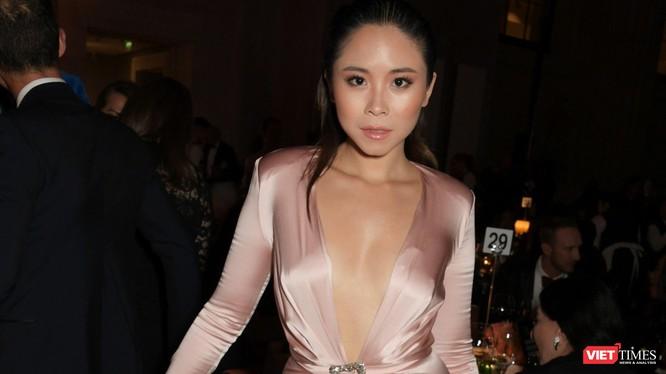 Cô gái Việt 27 tuổi Nguyễn N đã nhận kết quả dương tính với virus SARS-CoV-2 sau khi tham dự nhiều sự kiện thời trang rất đông người (Ảnh: David M. Benett / Getty Images)