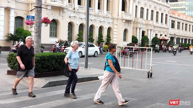 Việt Nam chính thức tạm dừng miễn thị thực (visa) đối với 8 nước châu Âu để phòng dịch COVID-19 (Ảnh: Hòa Bình)