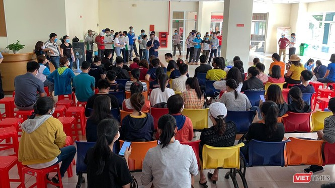Tập huấn công tác đón người về cách ly tại Ký túc xá (KTX) ĐGQG TP.HCM (Ảnh: BQL KTX cung cấp)