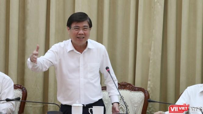 Ông Nguyễn Thành Phong - Chủ tịch UBND TP.HCM chỉ đạo tại cuộc họp phòng, chống dịch bệnh COVID-19 (Ảnh: Sỹ Đông)