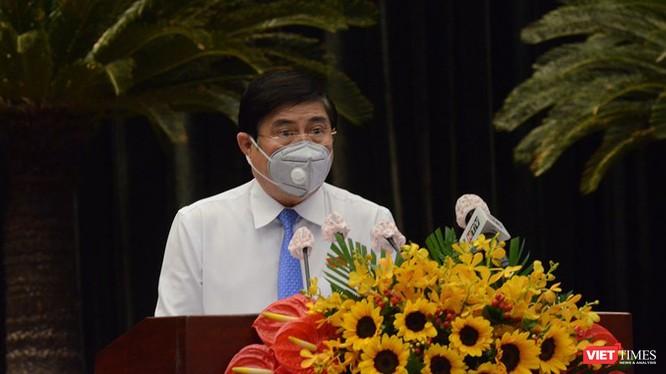 Chủ tịch UBND TP HCM Nguyễn Thành Phong phát biểu tại Kỳ họp bất thường (Ảnh: TTBC)