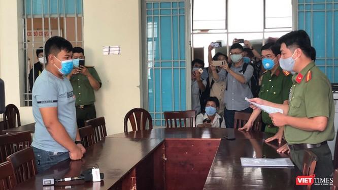 """Nam thanh niên cư trú tại quận Tân Phú đưa tin """"phong tỏa TP.HCM"""" bị phạt 10 triệu đồng (Ảnh: TTBC)"""
