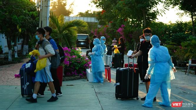 Lãnh đạo TP.HCM lên phương án giải tỏa cách ly cho hàng ngàn người được trở về nhà trong tuần này (Ảnh: Phạm Nguyễn)