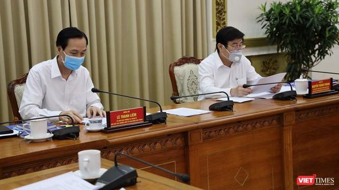 Ông Lê Thanh Liêm, Phó Chủ tịch thường trực và ông Nguyễn Thành Phong, Chủ tịch UBND TP.HCM tại cuộc họp chỉ đạo phòng, chống dịch bệnh COVID-19 (Ảnh: TTBC)