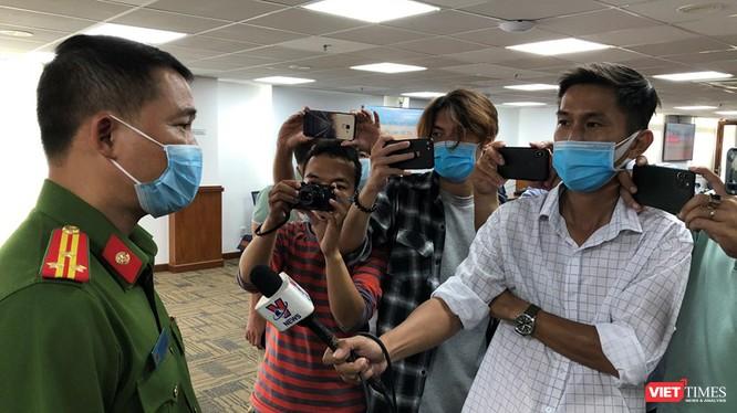 Thượng tá Nguyễn Đăng Nam thông tin tại cuộc họp báo (Ảnh: LH)