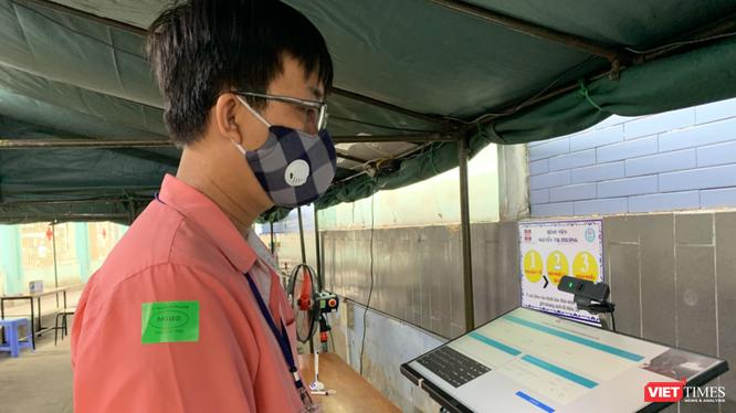 Ki ốt khai báo y tế tại cổng BV Nguyễn Tri Phương (Ảnh: SYT)
