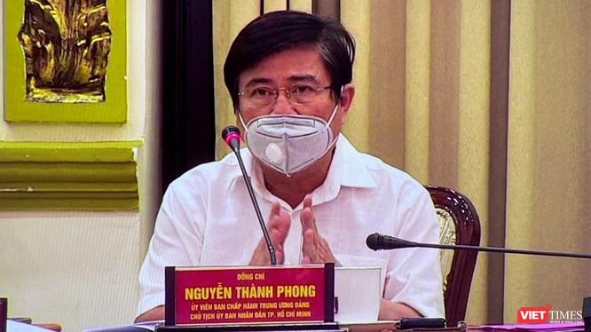 Chủ tịch UBND TP HCM Nguyễn Thành Phong vừa chấp thuận đề xuất chi 9 tỷ đồng hỗ trợ người bán vé số bị ảnh hưởng bởi COVID-19 (Ảnh: TTBC)