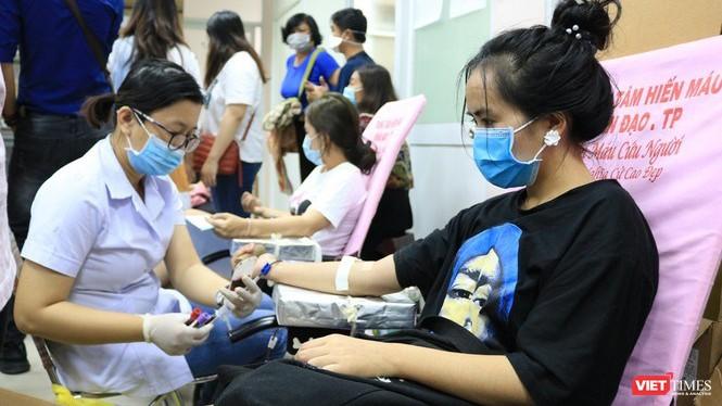 Tham gia hiến máu tình nguyện tại CLB Hành trình đỏ TP.HCM (Ảnh: TTBC)