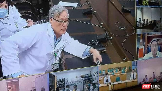 Hội chẩn trực tuyến cấp quốc gia điều trị bệnh nhân COVID-19 nặng với các chuyên gia đầu ngành trên toàn quốc (Ảnh: TTKT)