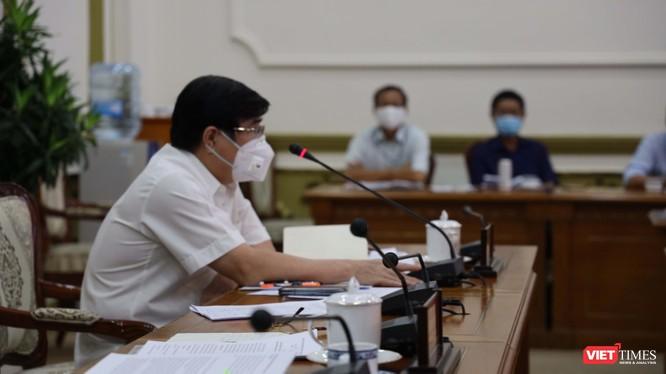 Chủ tịch UBND TPHCM Nguyễn Thành Phong tại cuộc họp Ban chỉ đạo phòng, chống COVID-19 (Ảnh: TTBC)