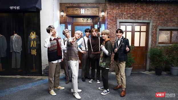 """Nhóm nhạc hàng đầu Hàn Quốc BTS gây """"sốt"""" với """"Bước vào cửa hiệu nhiệm màu"""" (Into the Magic shop) (Ảnh trên trang của nhóm BTS)."""