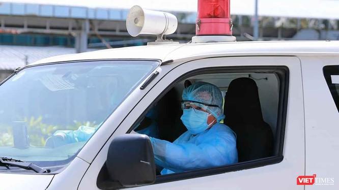 BS Nguyễn Văn Vĩnh Châu, Giám đốc BV Bệnh Nhiệt đới TP.HCM cho biết bệnh nhân 278 được chuyển từ Bạc Liêu về, do viêm phổi, suy hô hấp (Ảnh: BYT)