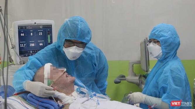 Bệnh nhân 91 đang hồi phục thần kỳ, tri giác tỉnh táo hoàn toàn (Ảnh: BVCR)