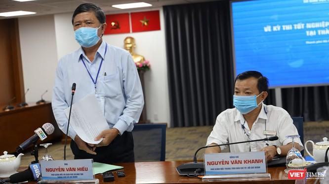PGĐ Sở Giáo dục và Đào tạo TP Nguyễn Văn Hiếu (bên trái) - Ảnh: TTBC