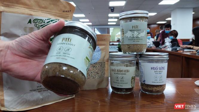 Sản phẩm của thương hiệu Minh Chay bị Ban Quản lý An toàn thực phẩm TP.HCM thu hồi (Ảnh: Hòa Bình)
