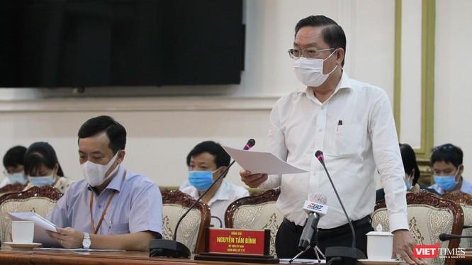 Ông Nguyễn Tấn Bỉnh - Giám đốc Sở Y tế TP.HCM cung cấp các con số chấn động tại cuộc họp Ban chỉ đạo phòng, chống dịch bệnh COVID-19 chiều ngày 3/12 (Ảnh: TTBC)