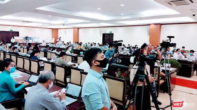 Hoạt động hội nghị hội thảo nếu diễn ra thì phải áp dụng biện pháp chống dịch (Ảnh: Hoà Bình)