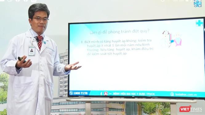 TS.BS Nguyễn Bá Thắng – Trưởng Trung tâm Khoa học Thần kinh BV Đại học Y Dược TP.HCM nói về bệnh đột quỵ với lứa tuổi còn trẻ (Ảnh: HB)